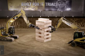 Marketing : Caterpillar fait un Jenga géant avec ses machines