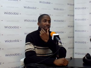 Dominique Yevo (Illusion et Prestige) au micro de Joël Saingré