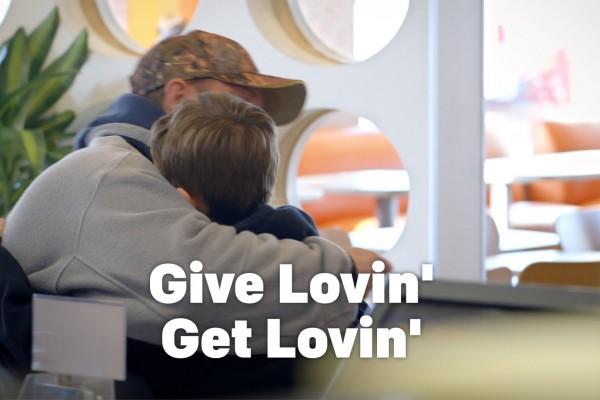 McDonald's se refait une image en acceptant des paiements en câlins